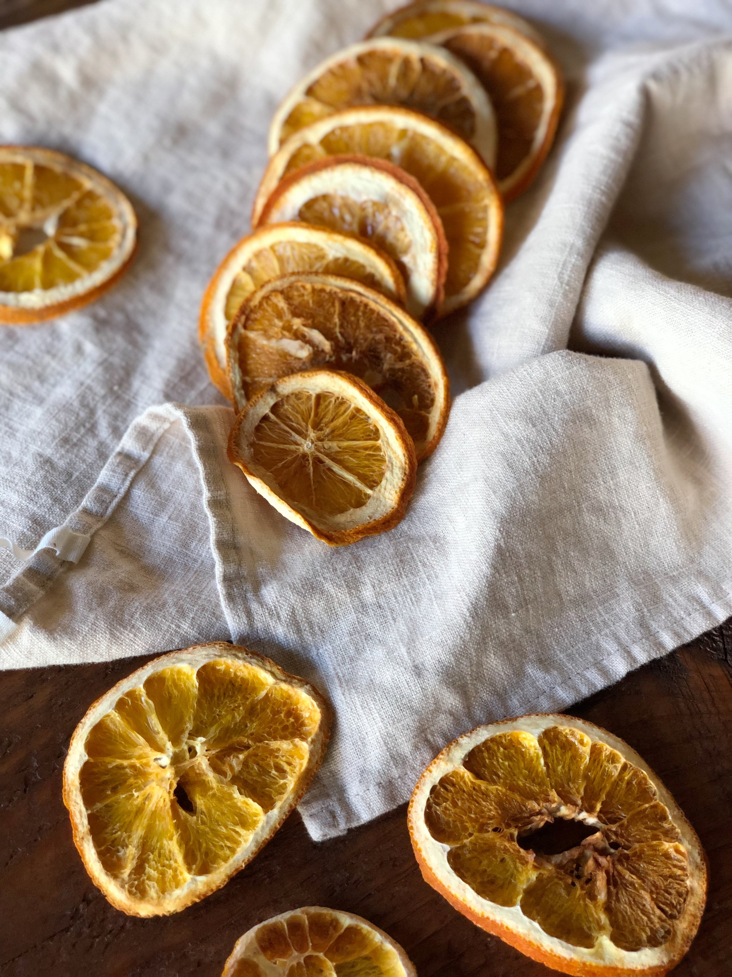 easy way to oven dry orange slices holiday craft idea