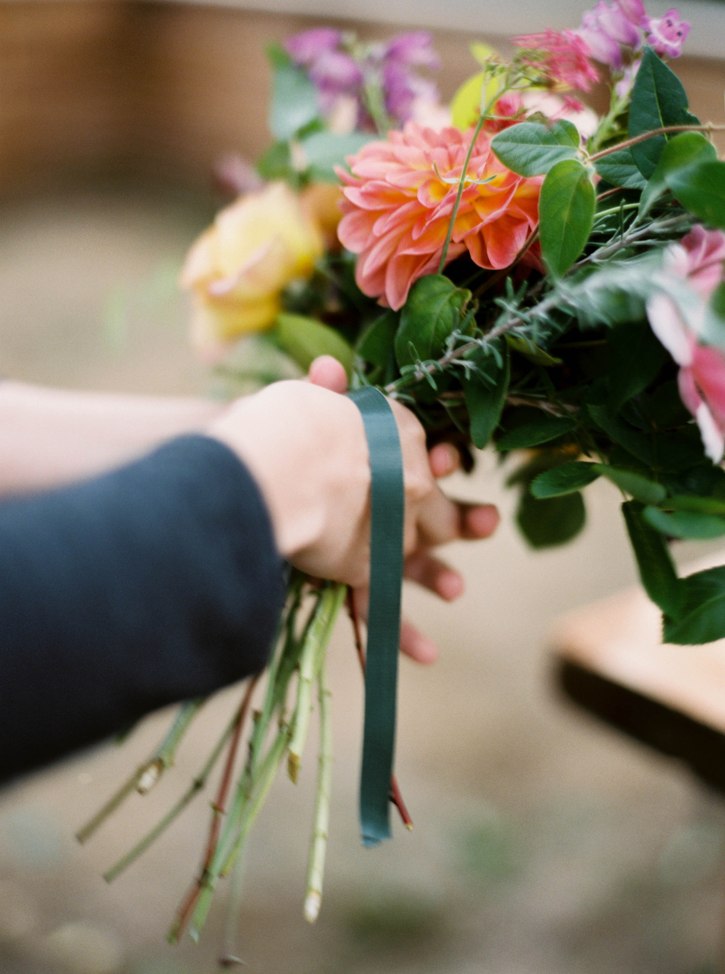 how to forage flower for flower arrangement