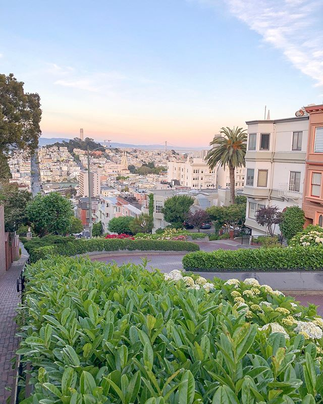 We've spent the last two weeks traveling the west coast and I have to admit it's a bit weird to be back home again! Reliving all the fun experiences today as I look through photos. This is one of my favorites! Taken on the infamous Lombard Street, this was the sunset on my 30th birthday. 🌅