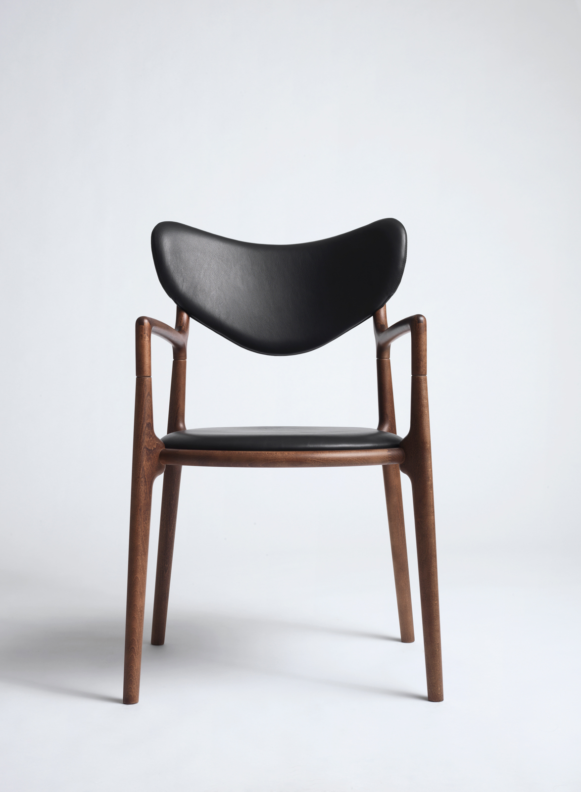 Salon_Chair_Brown_Beech_Black_Leather_Asger_Soelberg_01.jpg