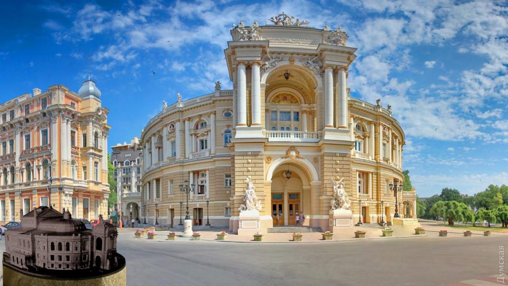 Фото:  Думская . Одеський національний академічний театр опери та балету