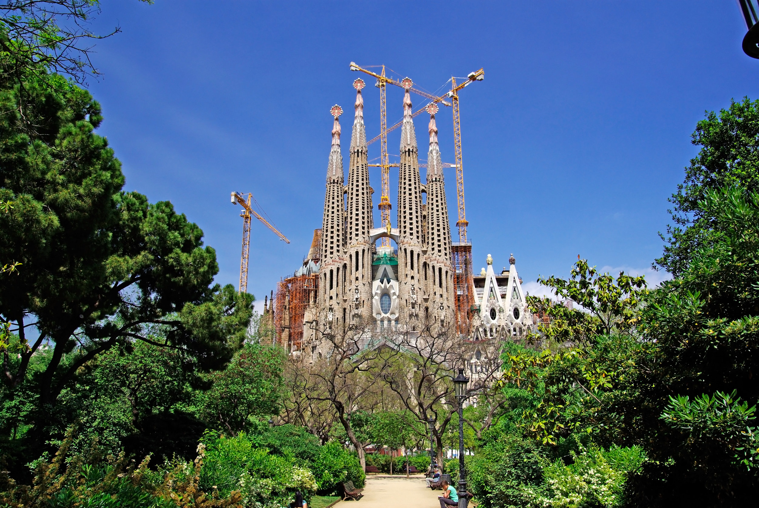 Всього, за ідеєю архітектора, мало бути 12 веж
