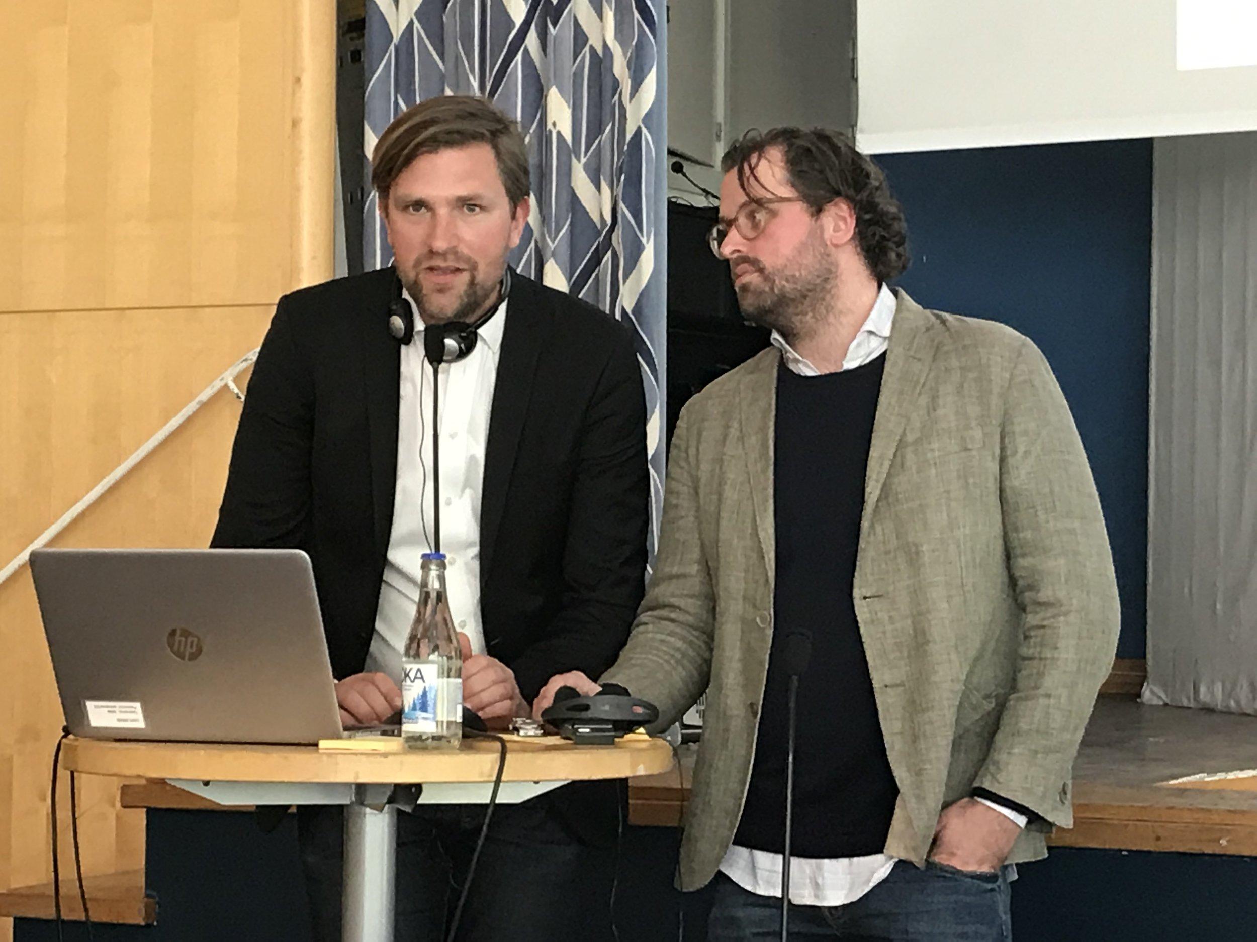 Исак Нильсон и Эрик Викберг на семинаре «Что заставляет общество работать». Фото: Константин Дорошенко