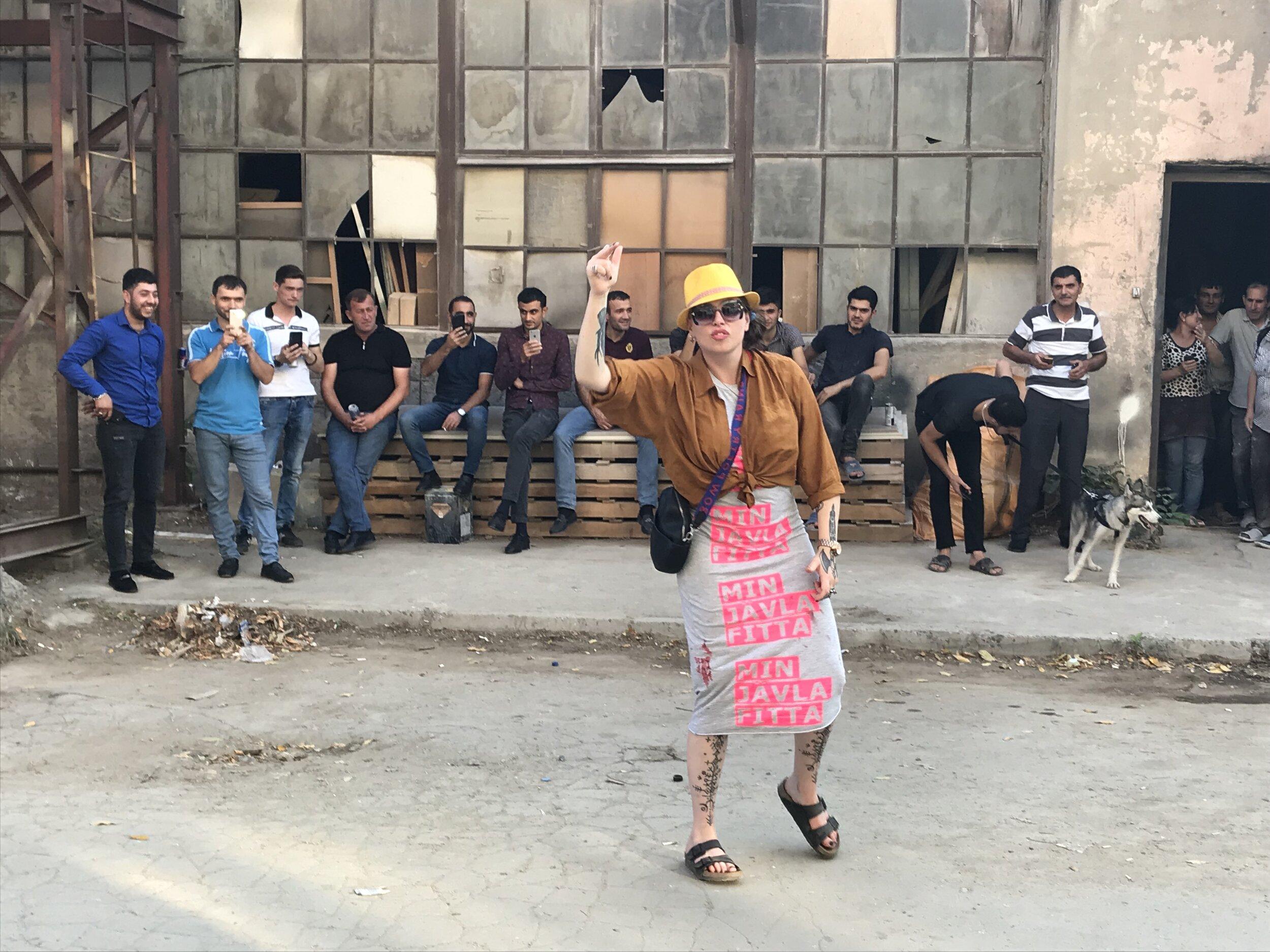 Каролина Фалкольт танцует на открытии «Kombinat Urban Art Show». Фото: Константин Дорошенко