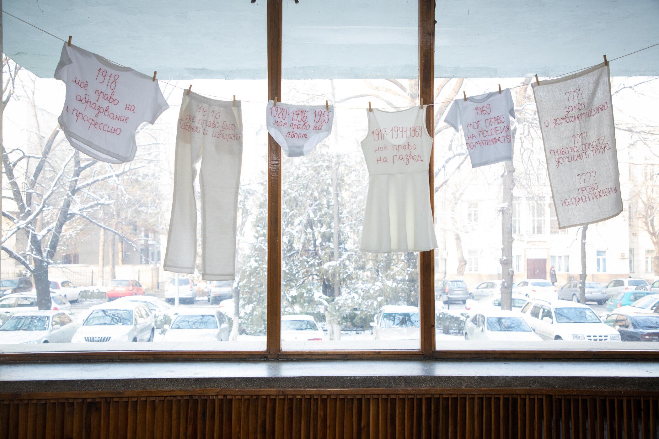 «Зі святом! Усіх прав!», Анастасія Макаренко, творче об'єднання «Надєнька», Росія.  Роботу було цензуровано