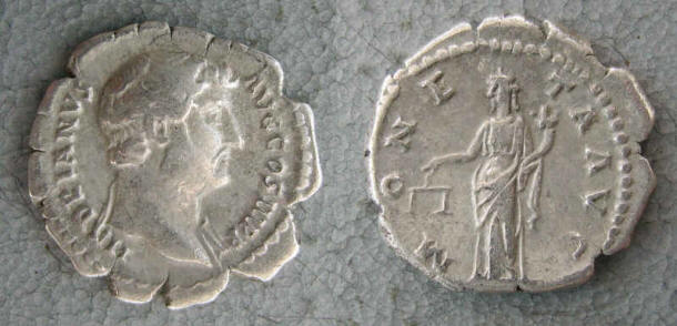 RC1146_Hadrian_Moneta.JPG