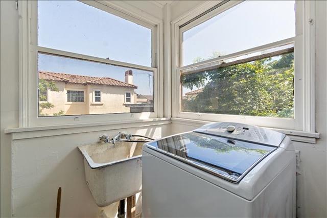 17-Laundry Room.jpg