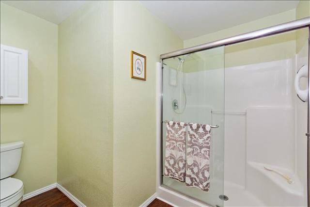 16-Bathroom.jpg