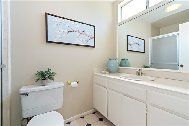 19-Master Bathroom.jpg