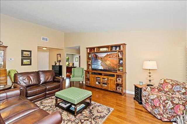 05-Living Room.jpg