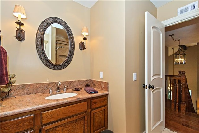 21-Bathroom.jpg