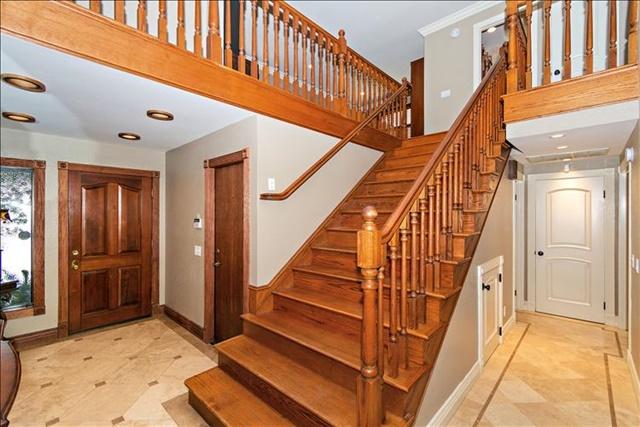 08-Staircase.jpg
