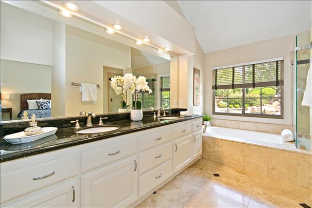 33-Master Bathroom.jpg