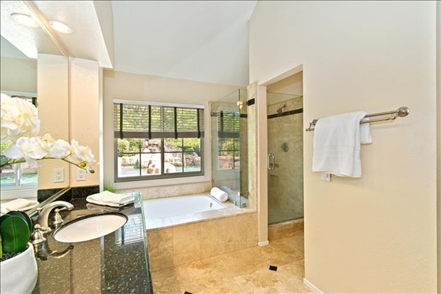 34-Master Bathroom.jpg