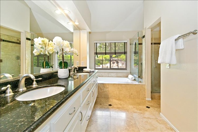 35-Master Bathroom.jpg
