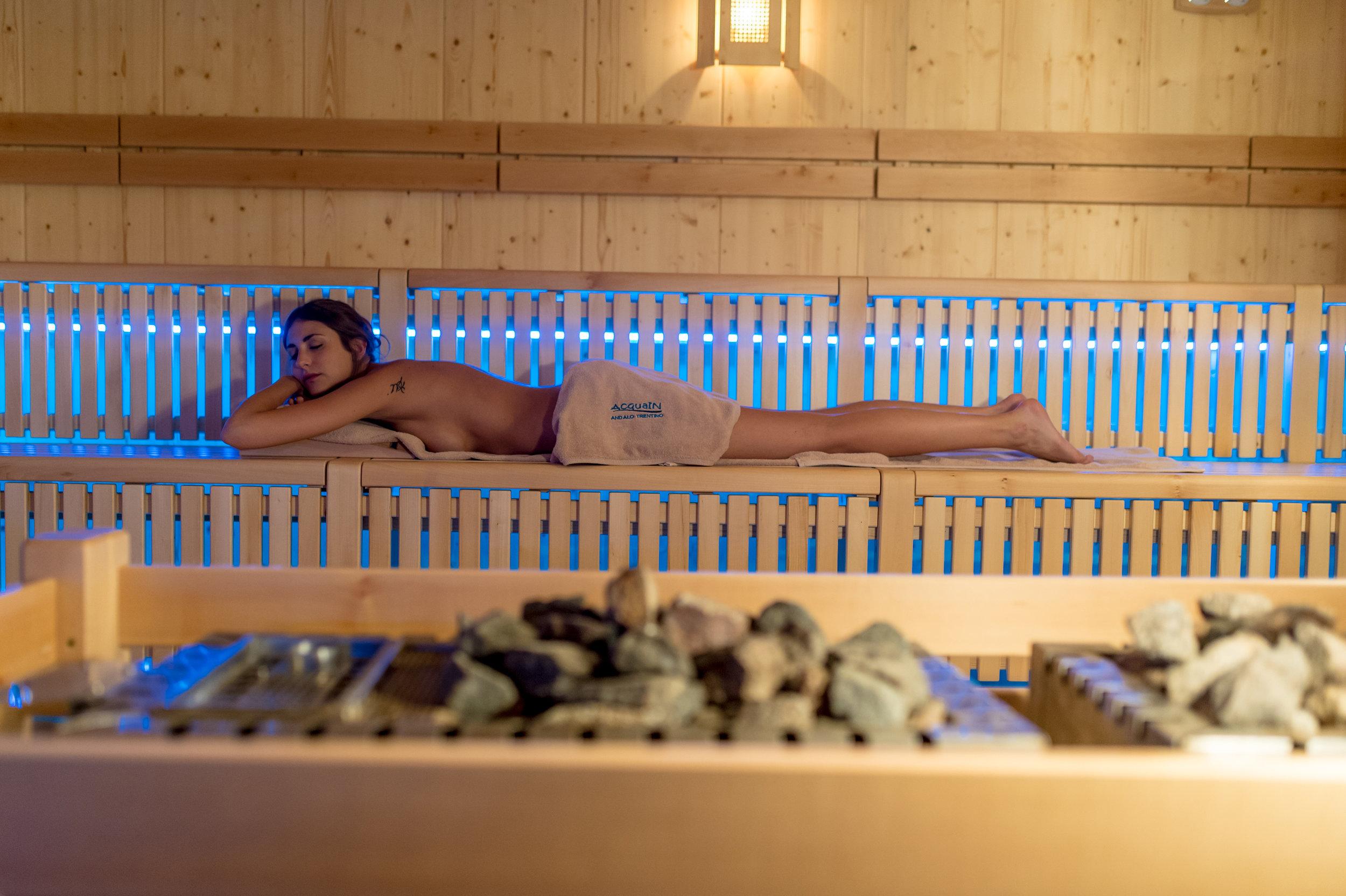 2016_PHMatteoDeStefano_Andalo_Life_parco_Acquain_Trentino_Alto_Adige_Paganella_Dolomiti_Spa_Wellness_Benessere_Saune_Sauna_aufguss_102.jpg