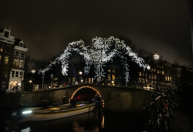 @GroupeLAPS_Giant-Spiders.amsterdam2.jpg