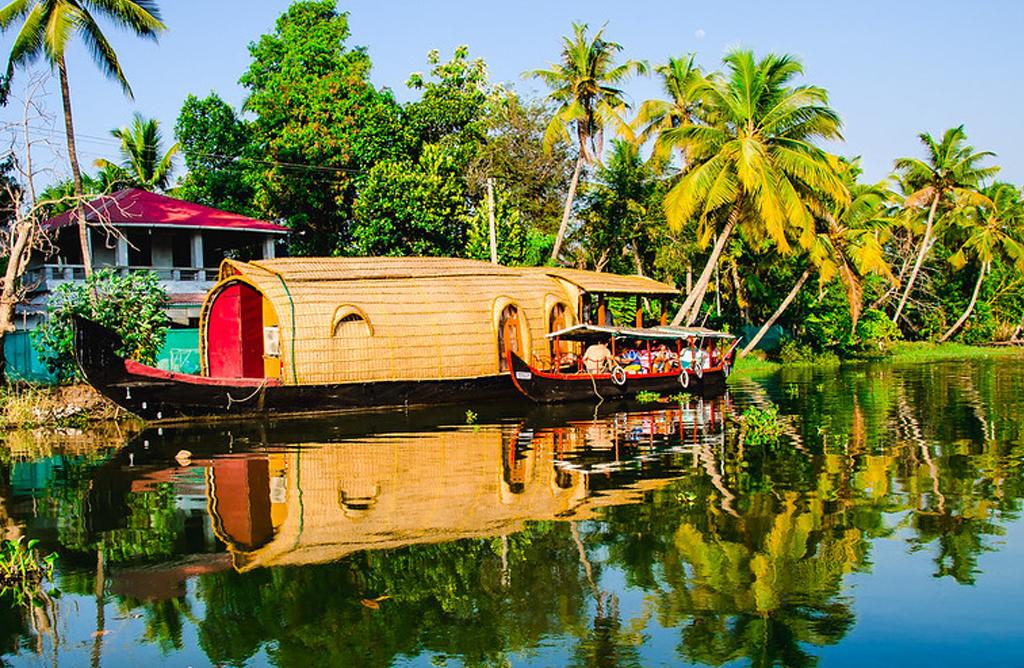 houseboat1.jpg