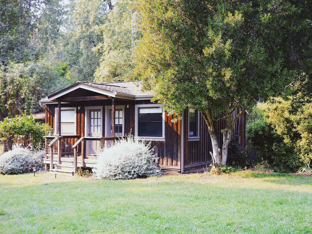 cabin7_Ext_Front+right+view+.jpg