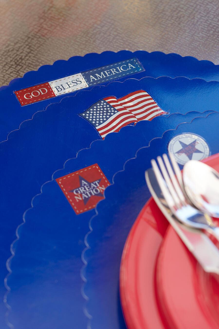 Sandra_lee-American-tablescape3.jpg