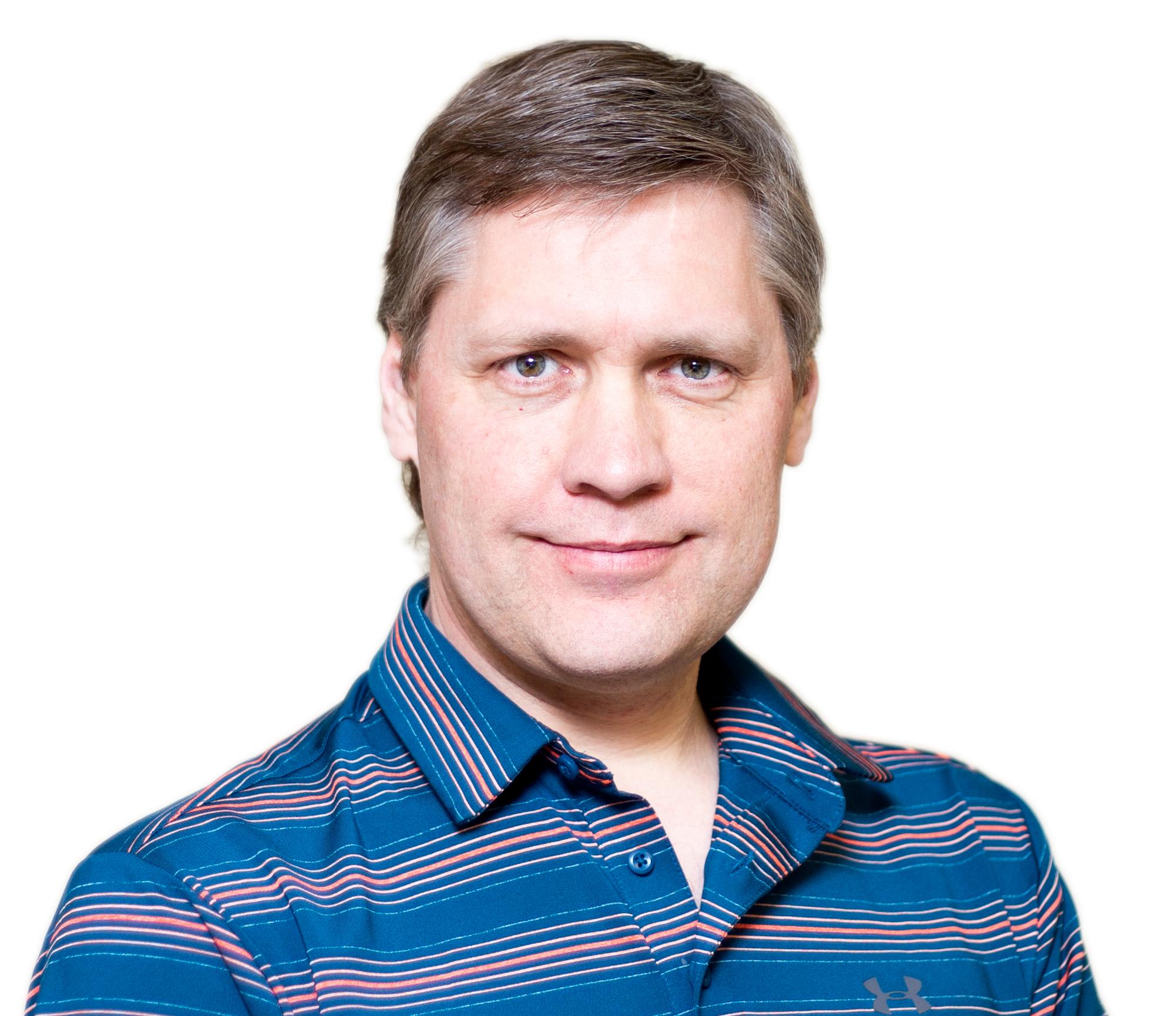 Paul Van Bakel   Directeur des finances   Je me suis joint à DriverCheck en 2019, et en tant que le tout dernier membre de l'équipe de direction, ce qui m'impressionne c'est l'atmosphère familiale. En tant que Directeur des Finances, mon travail est de superviser la santé financière de la compagnie et aider la famille DC à grandir à l'interne et à l'externe. Pour le plaisir, je suis bénévole pour le CPA Canada et j'apprécie passer du temps avec ma famille et mes amis au bord du lac.