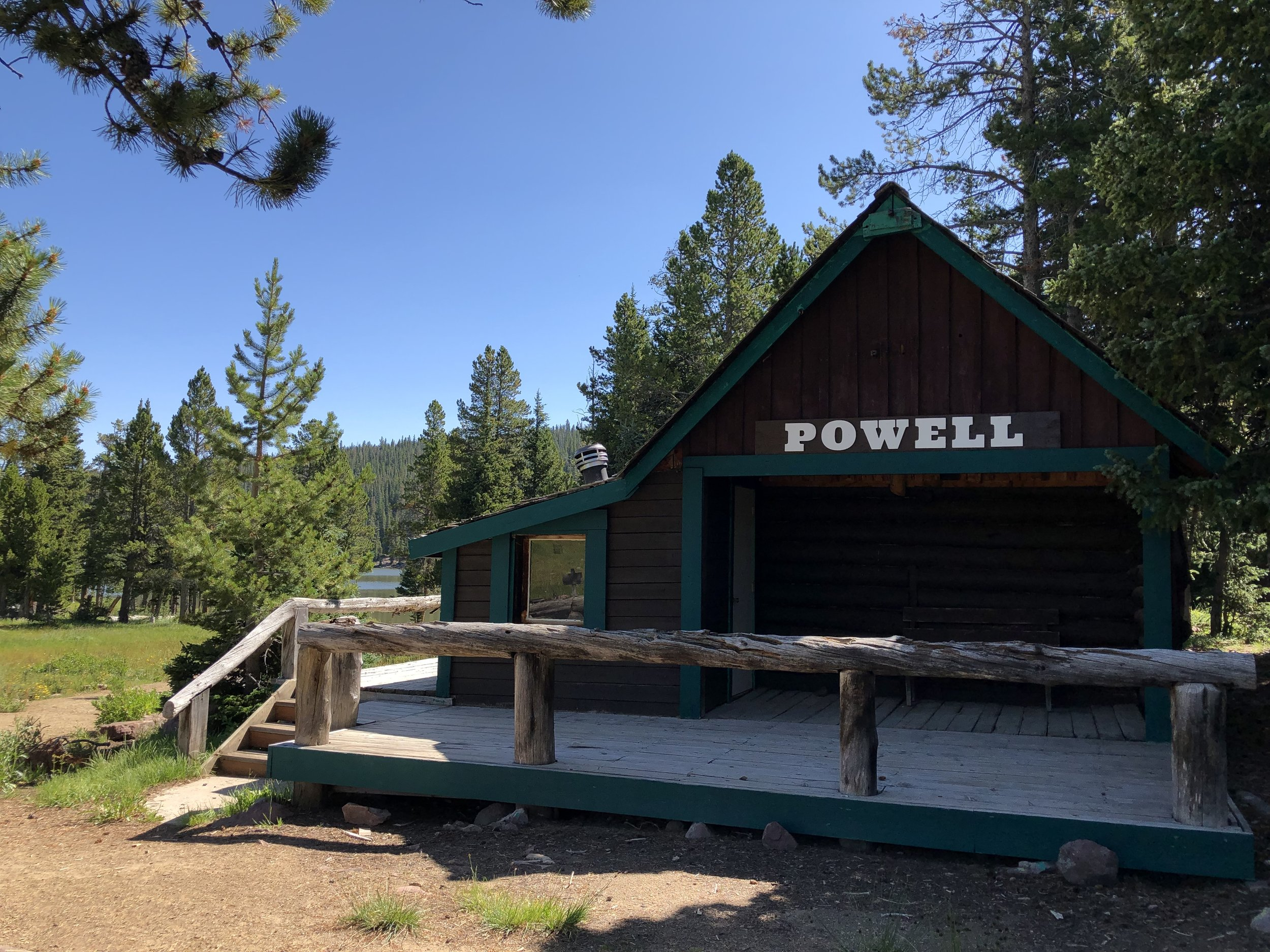 """Powell - Sleeps 6 - 436 sq/ft Cabin With LoftTwo Full Beds On Main LevelTwo Twin Beds In Small """"A"""" Frame LoftClosest Cabin To The LakePricingSunday - Thursday 