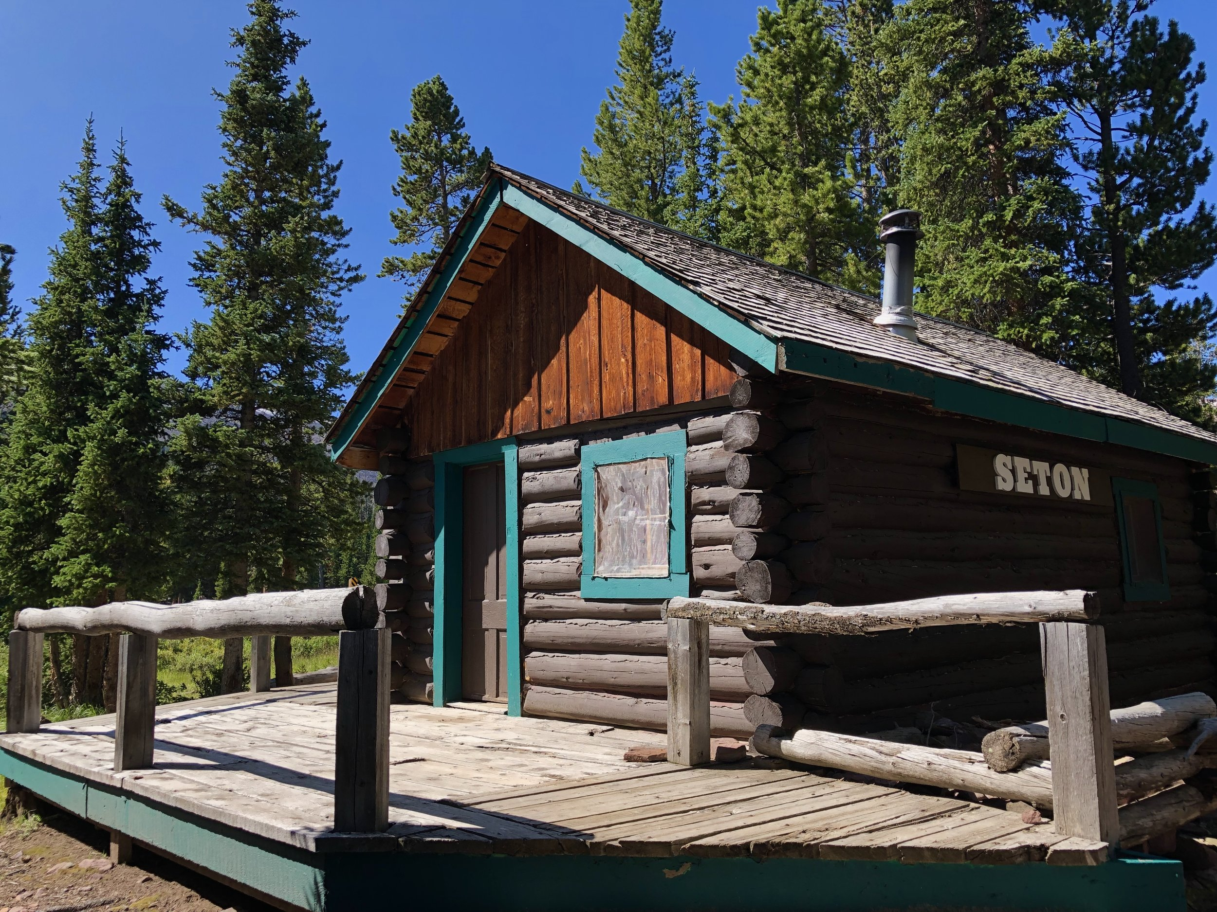 Seton - Sleeps 4 - 237 sq/ft Two Bedroom CabinSingle Queen Bed In Each RoomPrivate Rooms Separated By DoorPricingSunday - Thursday | $85/NightFriday & Saturday | $100/Night