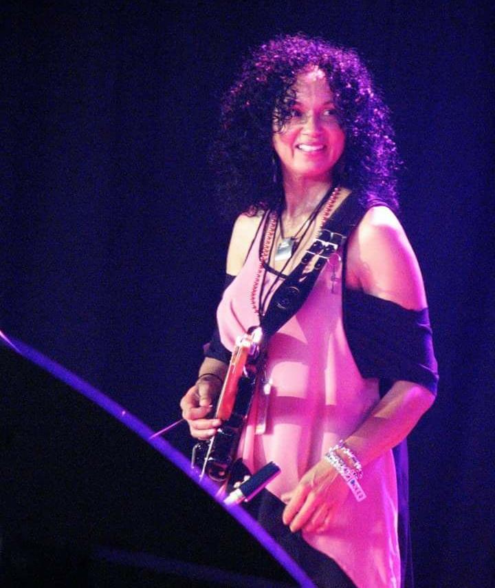 DARLENE MORENO - Guitar