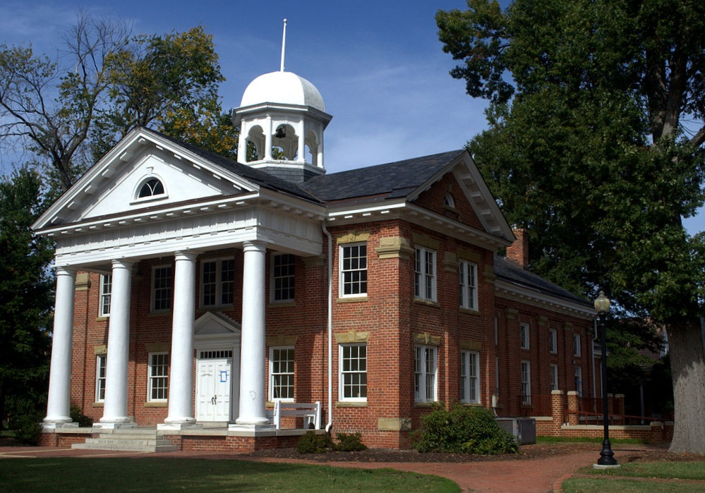 Chesterfield Courthouse. Photo: James Shelton - Own work, CC BY-SA 3.0.