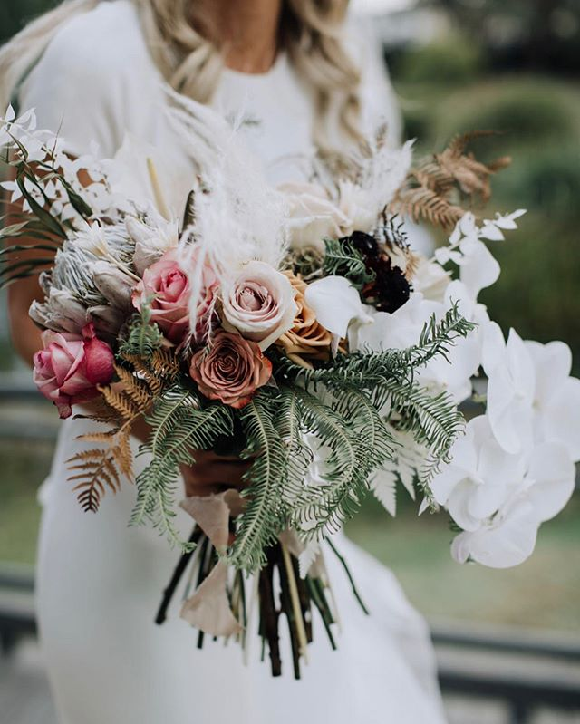 L I V 🕊 A mix of dried and fresh for our beautiful Bohemian bride. . . . . Photo by the Amaze @tillyclifford