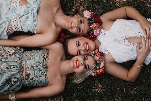 Ohh Wagga winter is just so cold... Take us back to balmy nights with blooms in our hair 💃🏼🌺🥂🌻✨