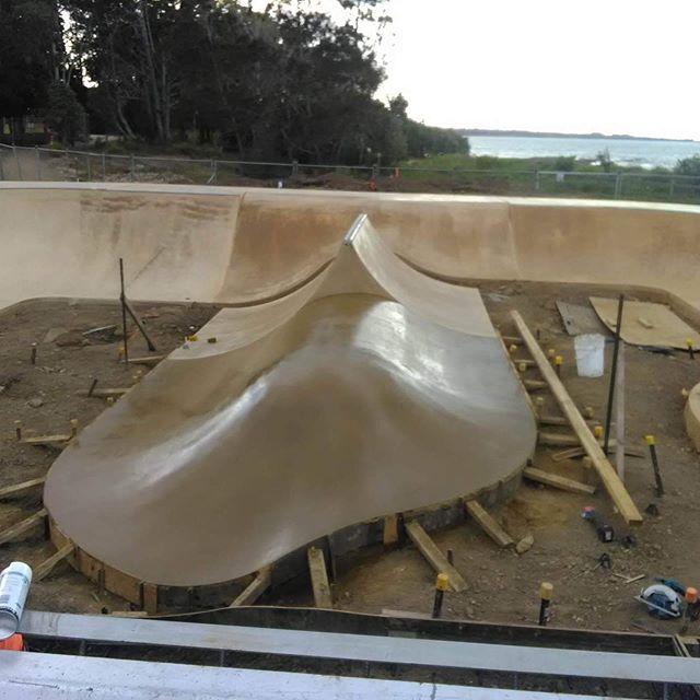 The concrete keeps rolling over in Pialba!! #theyseemerollin #PialbaPrecinctSkatepark #TrintiySkateParks #CultivateActiveHealthyCommunities🌏 #TSPprogresspich