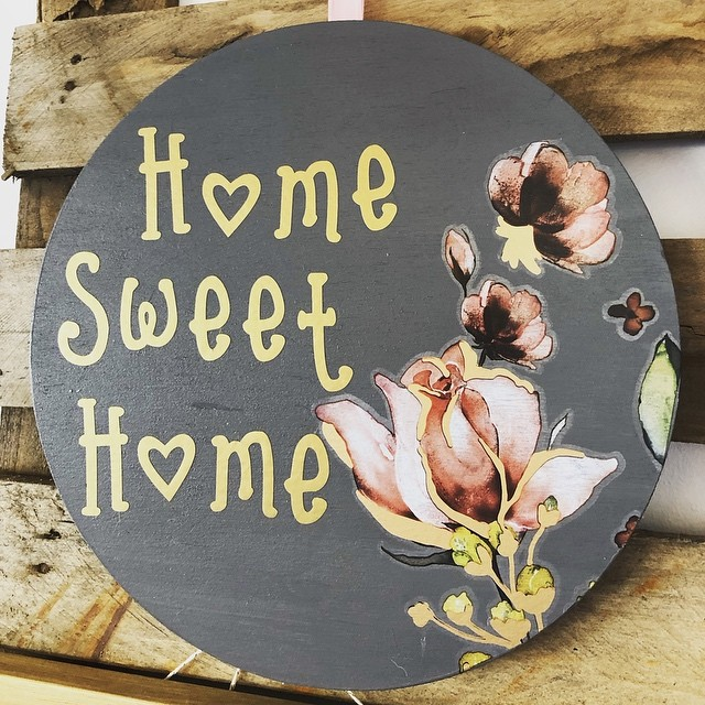 Busy few weeks but lots of new goodies in the shop, always nice to have some small project pieces to do in a spare hour! Workshop promo piece... #watchthisspace #justlikehome #redcar #shoplocal #plaque #generalfinishesmilkpaint #driftwood #redesignwithprima #transfer #decortransfers #roseandrouge #homesweethome #quotes #flowers #wallhanging