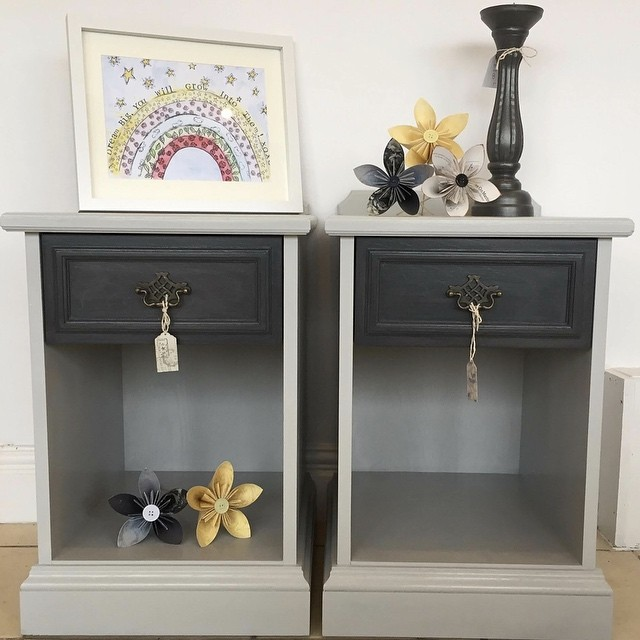 Vintage bedsides given a fresh vibrant new look #bedside #furniture #furnituremakeover #upcycling #upcycledfurniture #generalfinishesmilkpaint #generalfinishes #seagullgray #queenstowngray #redcar #justlikehome #paperflowers