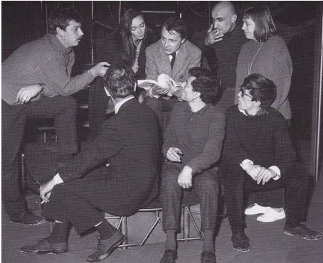 Roland Dubillard met en scène et joue le rôle de Fernand dans sa pièce Naïves hirondelles