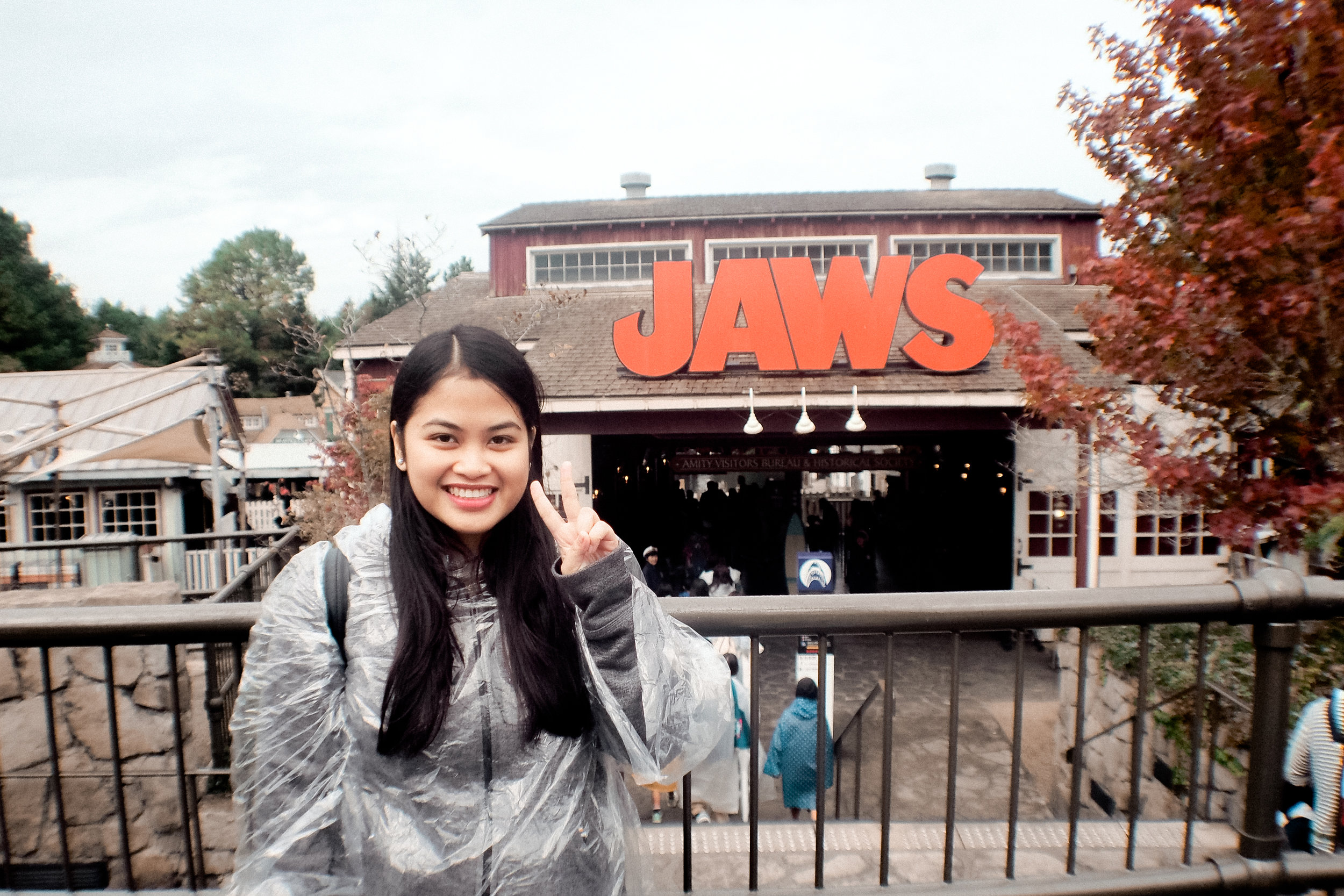 Next ride, Jaws. Courtesy of our express pass again as the queues on other rides are impossible! I am wearing my nifty rain poncho as it started drizzling.