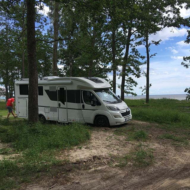 Když zapadnout tak stylově na pláži v Estonsku. #pk1 #motorhome