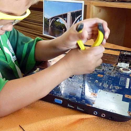 Dismantling-a-laptop.jpg