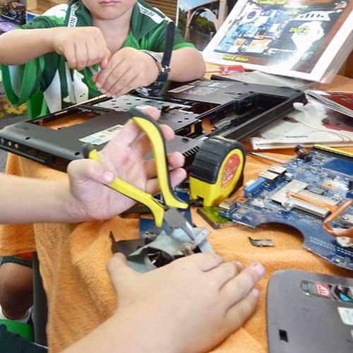 Dismantling-a-laptop-at-tinkering.jpg