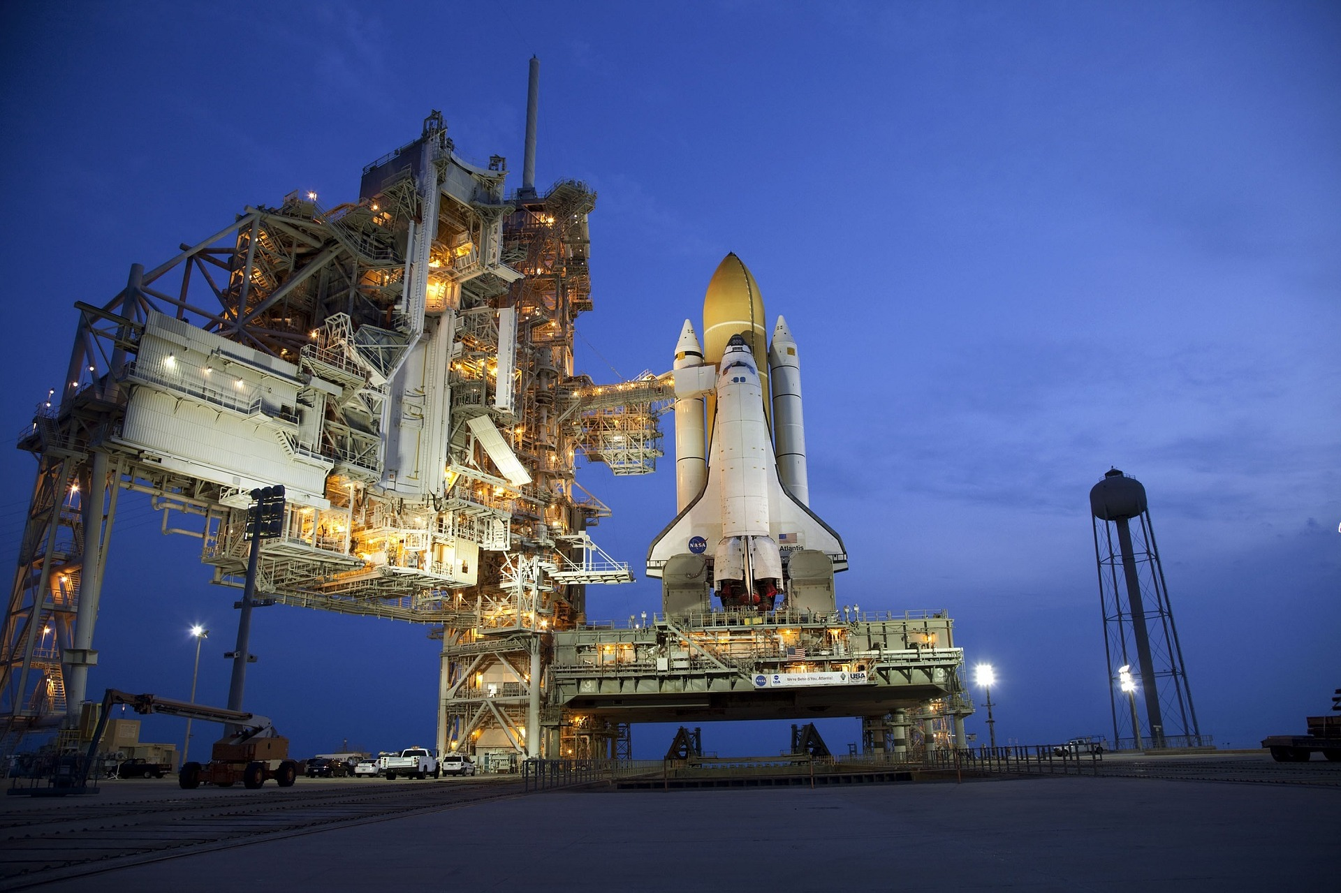 atlantis-space-shuttle-879404_1920.jpg