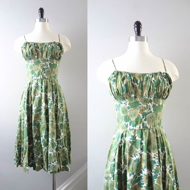 In honor of St. Patrick's Day I thought you all may appreciate the quintessential vintage late 50s early 60s dress in beautiful shades of green.  See link in bio to purchase. $168 XXS ⠀⠀⠀⠀⠀⠀⠀⠀⠀ #vintageootd #truevintage #truevintagedress #truevintagefashion #wiggledress #curvyvintage #1950sfashion #1950sstyle #greenvintagedress #1950svintage #midcenturyfashion #vintageootd #truevintageclothing #vintagedreamdress #vintage #authenticvintage #greendress #green #stpattysday #isabellasvintage #thebellacompany #thatsdarling