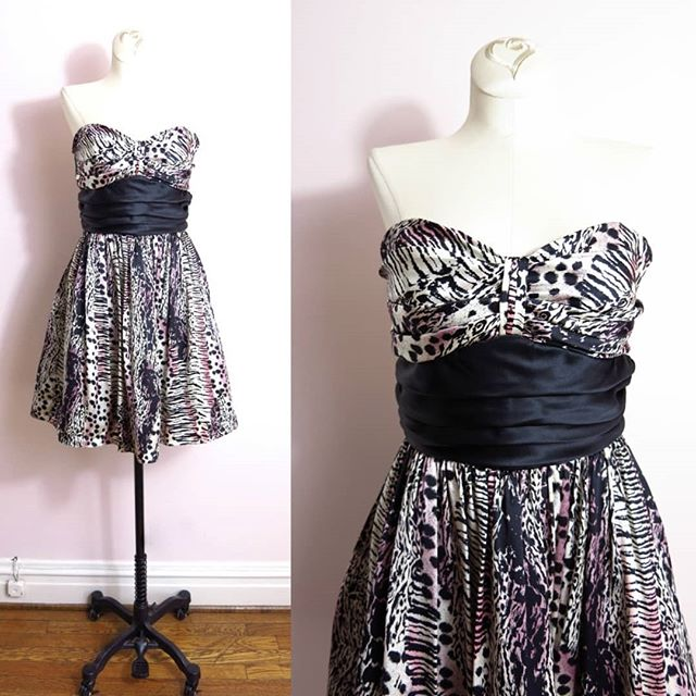 NEW MODERN   Betsey Johnson Silk Animal Print Strapless Cocktail Dress XS   $38   Shop more at www.isabellasvintage.com ⠀⠀⠀⠀⠀⠀⠀⠀⠀ The perfect dress for a #50s or #80s themed costume for your Halloween party #Marilyn #Madonna #rockabilly  or just a great cocktail & party dress :) ⠀⠀⠀⠀⠀⠀⠀⠀⠀ #thehappynow #thatsdarling #instagood #isabellasvintage #etsy #pinup #1950s #cocktaildress #1980s #partytime #partyinspiration #animalprint #silkdress #betseyjohnson #halloweenparty #blackandwhite #pinupdress #pinuplife #retro #retrodress #sweetheart #vintagestyle #monroe #rockerchick #vintagestyle