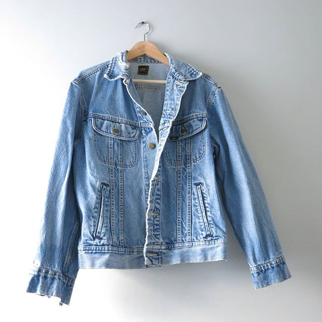 Classic streetwear for guys & gals | 80s Distressed Lee Jean Jacket | Mens Large - Ladies XL | $88 ⠀⠀⠀⠀⠀⠀⠀⠀⠀ #vintage #vintageclothing #thehappynow #thats darling #instagood #isabellasvintage #etsy #jean #80s #the80s #1980s #LeeDenim #JeanJacket #Rocker #StreetStyle #fashion #fall #fallfashion #backtoschool #streetfashion #streetstyle #mensvintage #hipsterfashion
