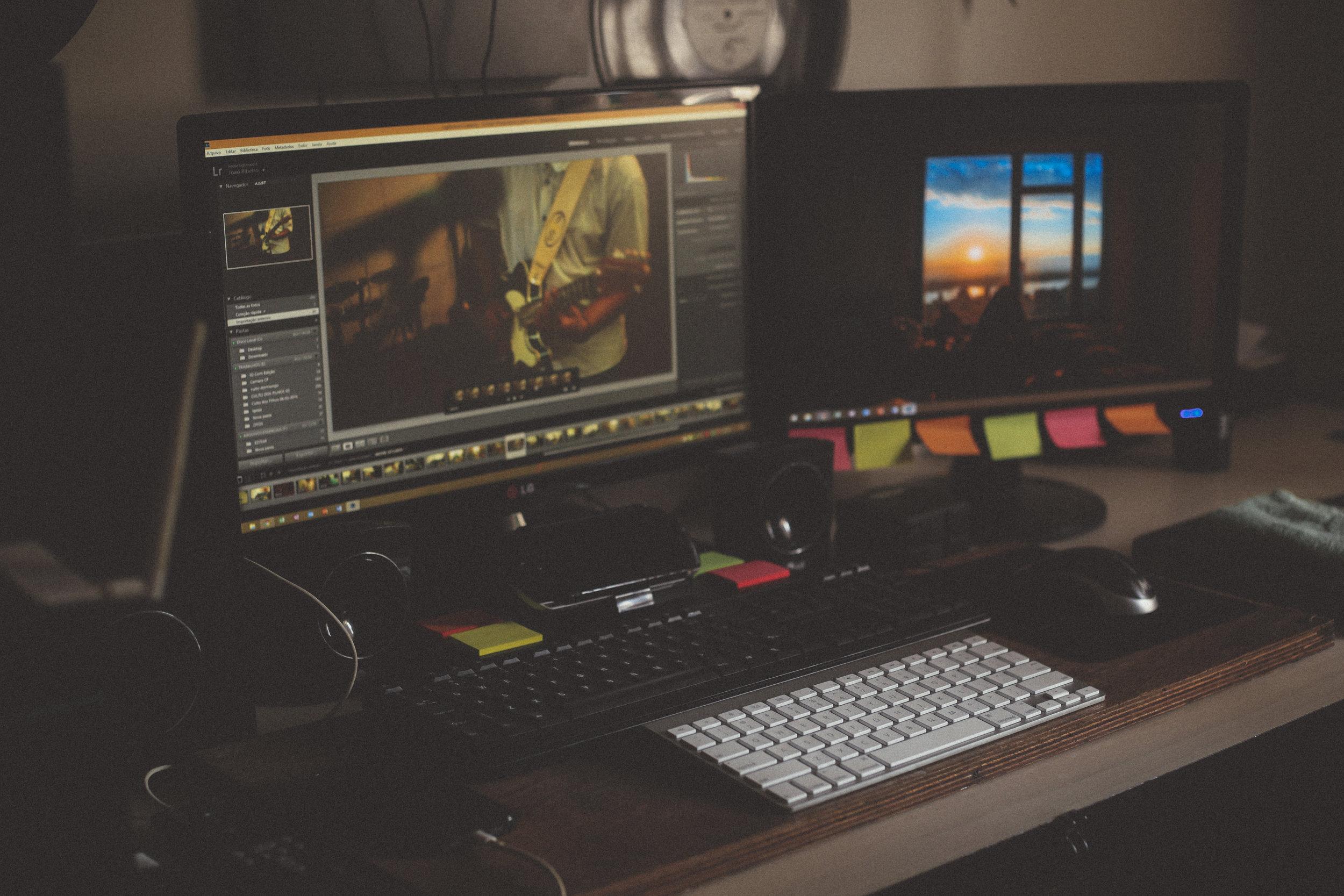 Gestion de projet en communication - Pendant que vous créez... Nous gérons le bureau.Une prise en charge complète des tâches de communication par une équipe d'alliés prêt à faire de votre projet une réalisation à votre image :- Élaboration complète des plans de communication (annuels, par projets) ;- Coordination des séances photo et des tournages ;- Création du matériel promotionnel ;- Suivis auprès des diffuseurs ;- Rédaction et création de contenu ;- Gestion des communautés web et réseaux sociaux ;- Création de sites web ;- Etc.