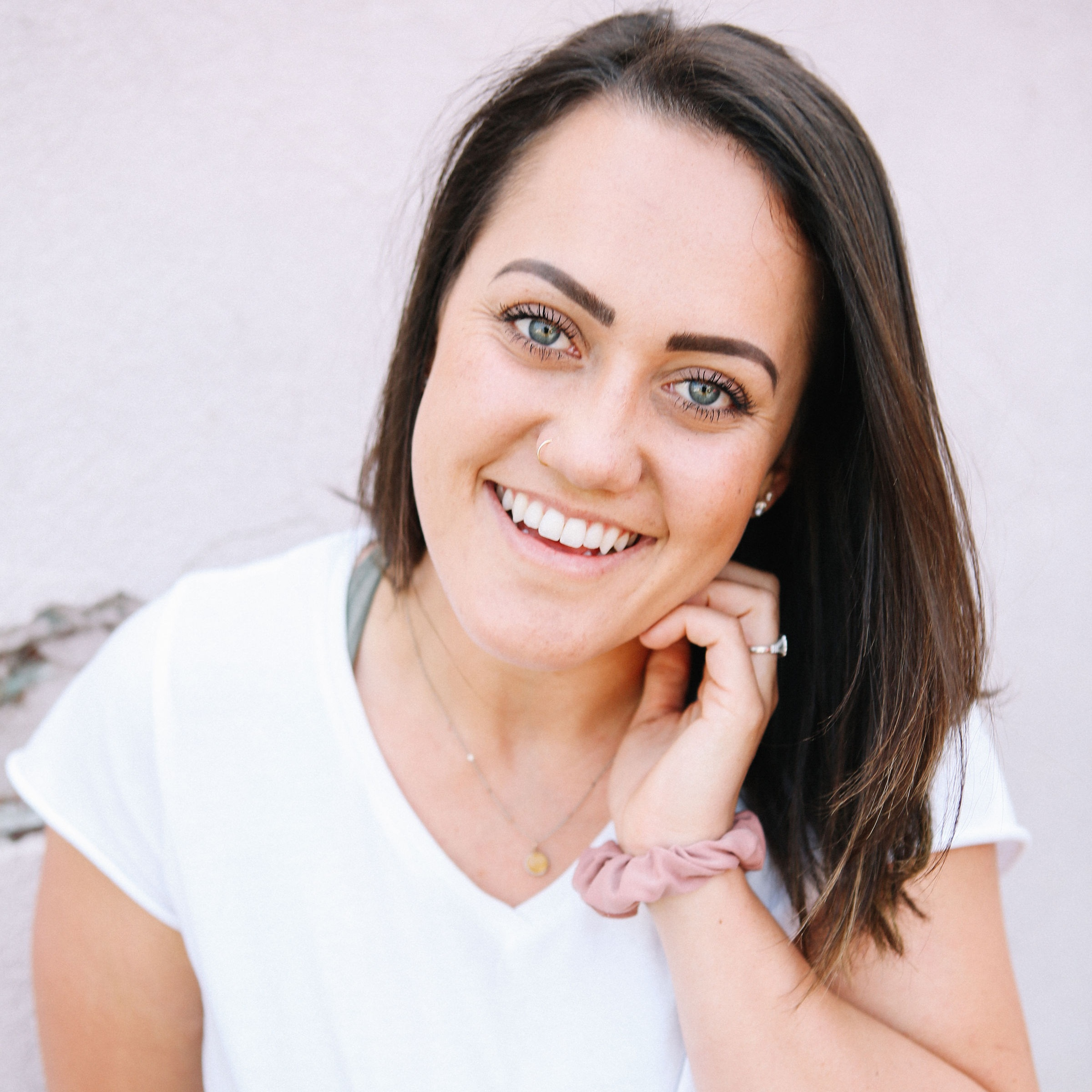 Hey girl! I'm Madalynne - A health and fitness coach passionate about helping busy women who've tried it all finally lose weight and get healthy.