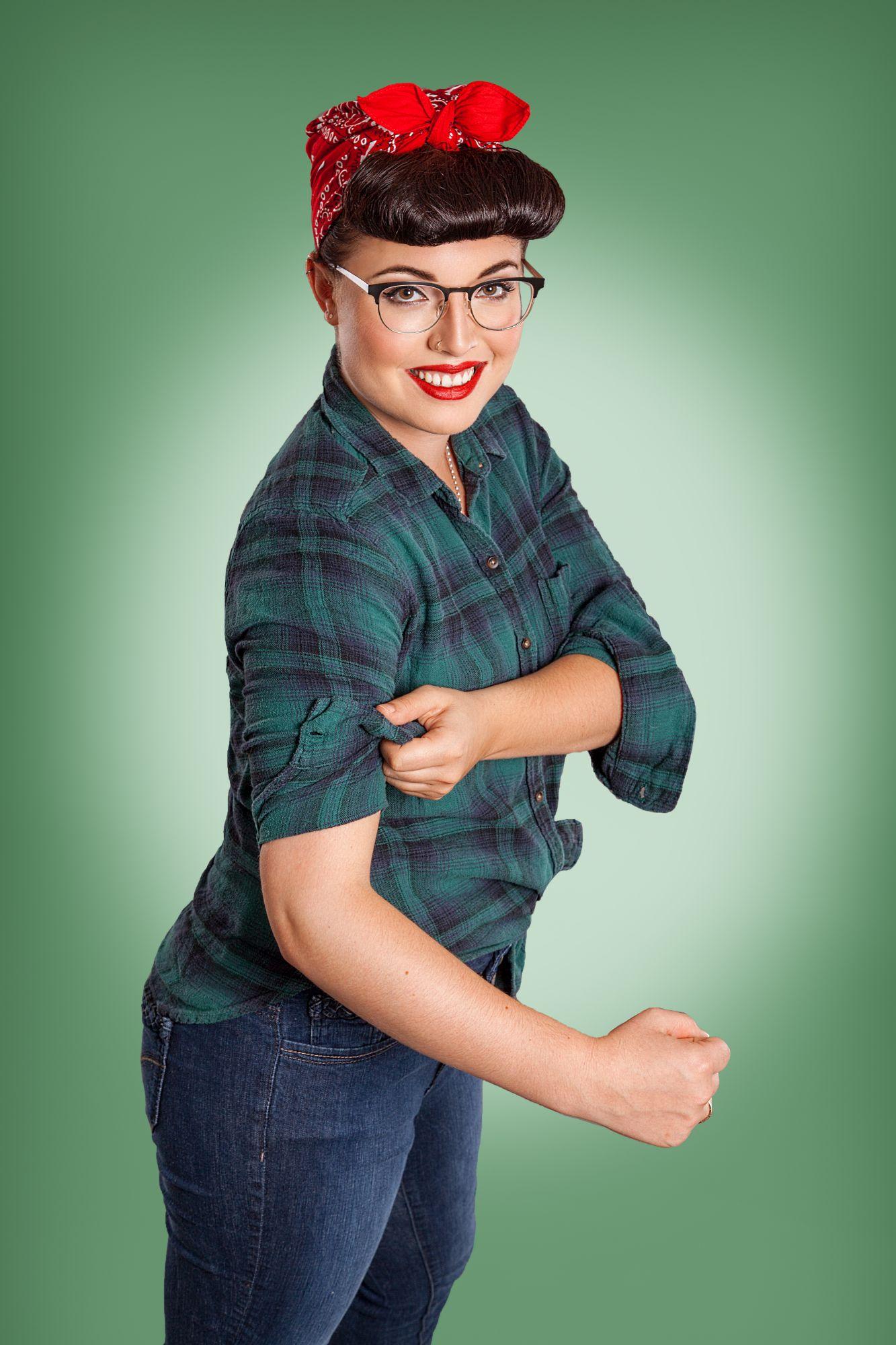 Saskia Staab - AugenoptikerinDie Jüngste in unserem Team - aber auch nur auf dem Papier. Saskia ist eine richtige Powerfrau, die uns täglich mit ihrer guten Laune und ihrem Enthusiasmus ansteckt.
