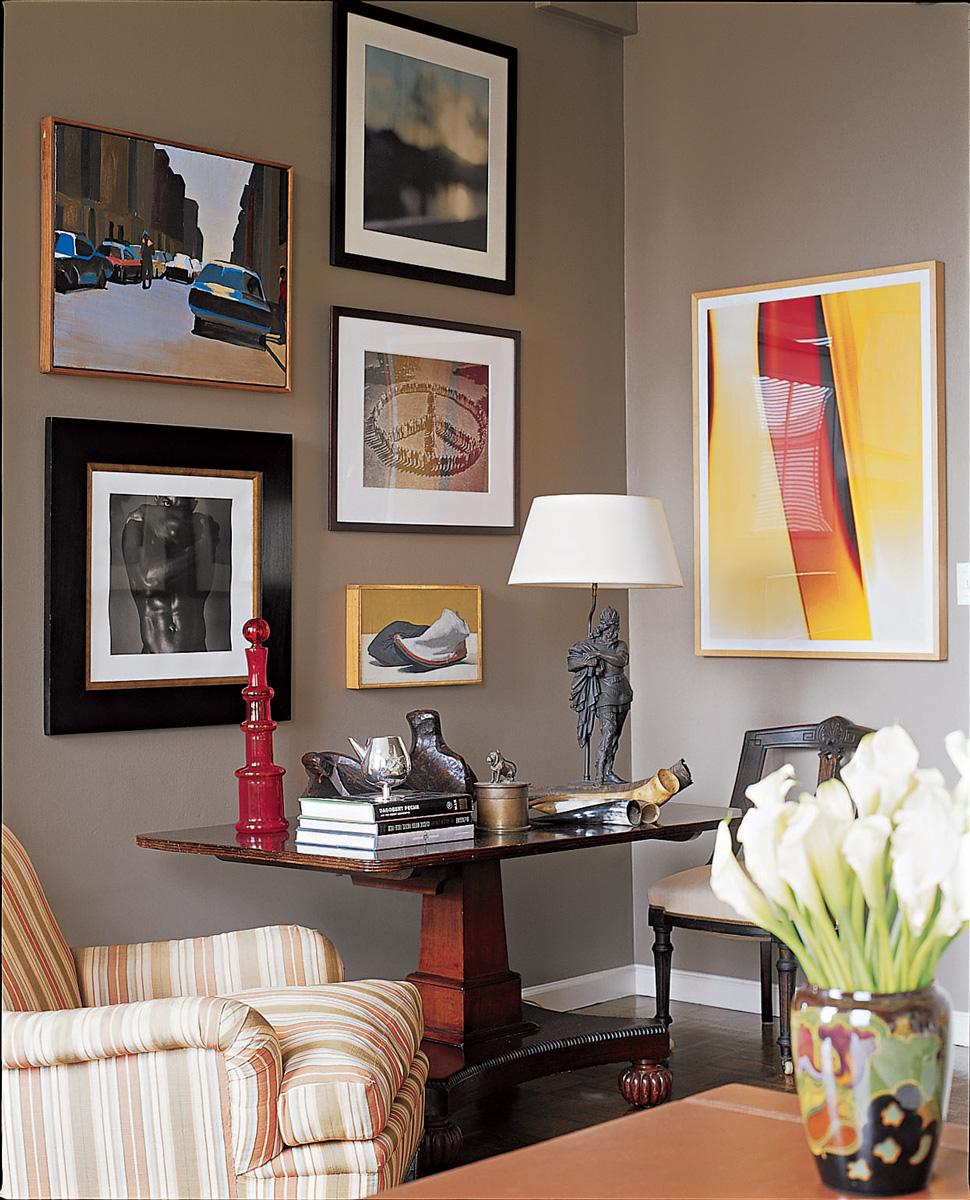 5.-ATI---AT-Livingroom-Vignette-Art_WEB.jpg
