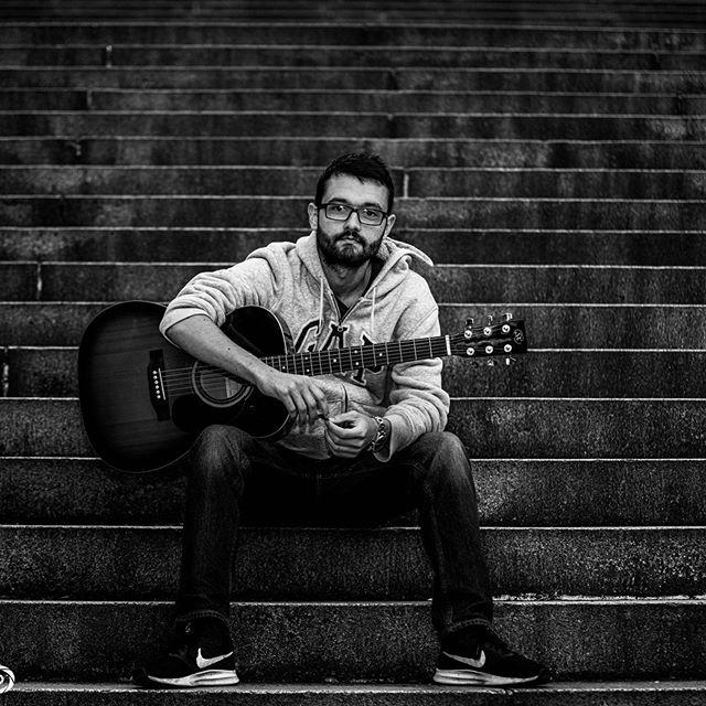 #Glasgow #meanwhileinscotland #meanwhileinglasgow #scotland #gap #portrait #portraitphotography #blackandwhite #music #guitar #grunge #charingcross #stairs #insta_scotland #instaportraits #busking #familyphotography #urban #urbanscape #city #cityscape