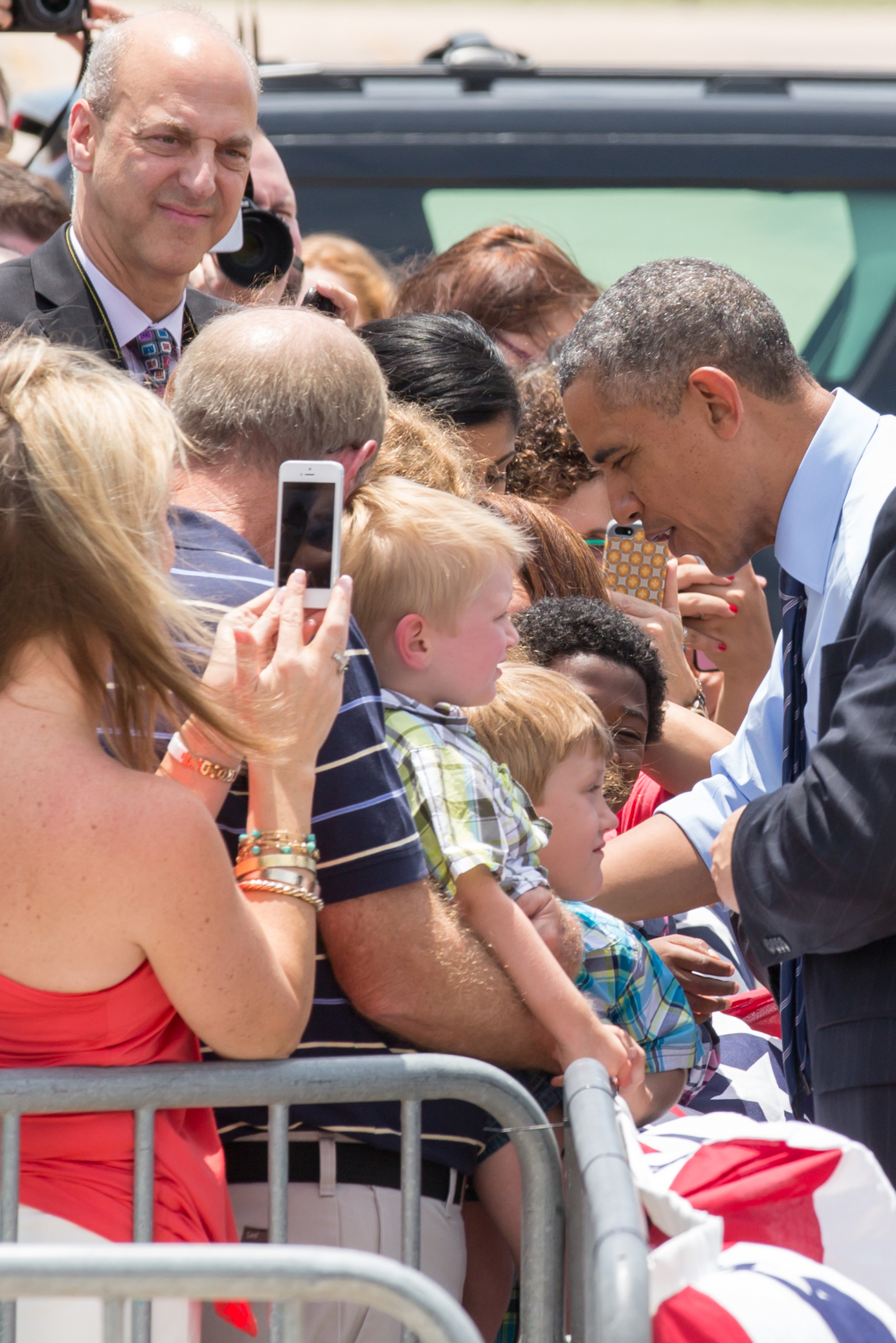 President Barack Obama signs autographs before entering Air Force One in Austin, TX in 2015.