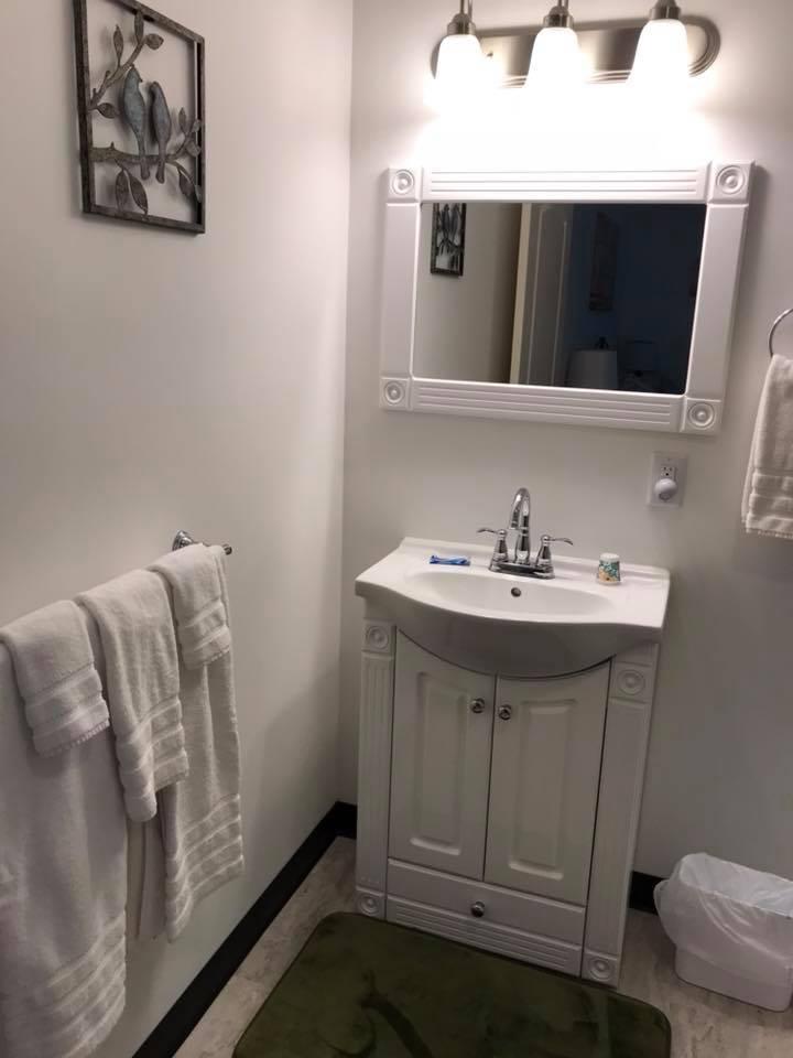 inn 202 bathroom.jpg
